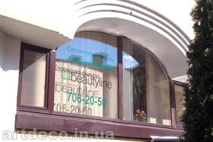 резка и поклейка пленки на стекла