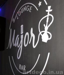 Логотип бара на стене